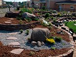 Многоуровневое решение, плюс сочетание камней разного цвета и формы
