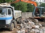 Сломали железобетонные стены и грузим на КАМАЗ